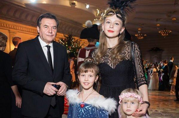 Алексей Учитель и Юлия Пересильд стараются развить творческие способности дочерей