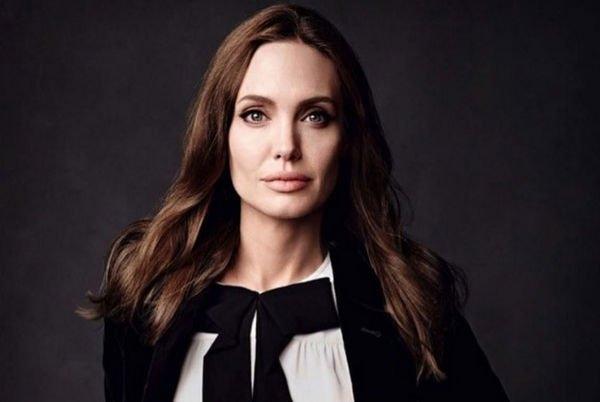 Анджелина Джоли отреагировала на развод Дженнифер Энистон в резкой форме