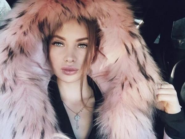 Евгения Феофилактова пьет пиво и жарит шашлыки в компании возлюбленного