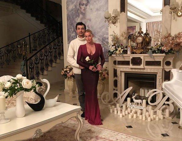 Новый избранник Анастасии Волочковой находится в поисках богатой любовницы