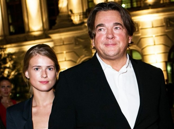 Супруга Константина Эрнста показала редкое фото с мужем