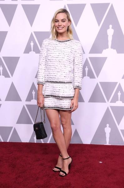 Марго Робби очаровала публику мини-платьем от Chanel