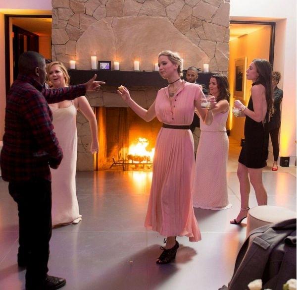 Дженнифер Лоуренс не может позволить себе купить новое платье