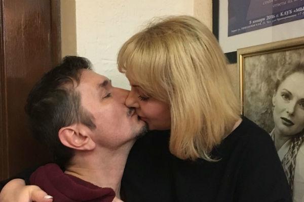 В Сеть попали интимные фото вдовы Евстигнеева с молодым любовником