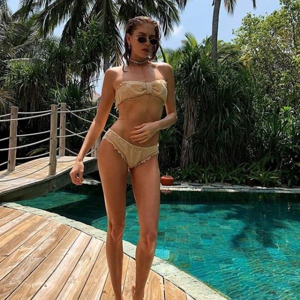 Елена Перминова показала фигуру в бикини