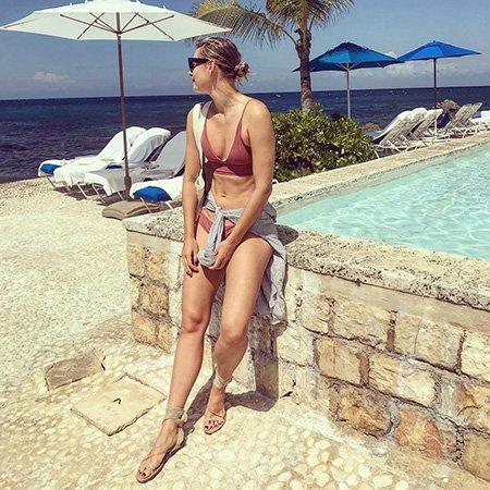 Мария Шарапова выложила в сеть фото в бикини