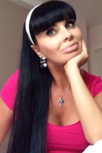 Внебрачная дочь Александра Серова и его бывшая любовница подверглись травле