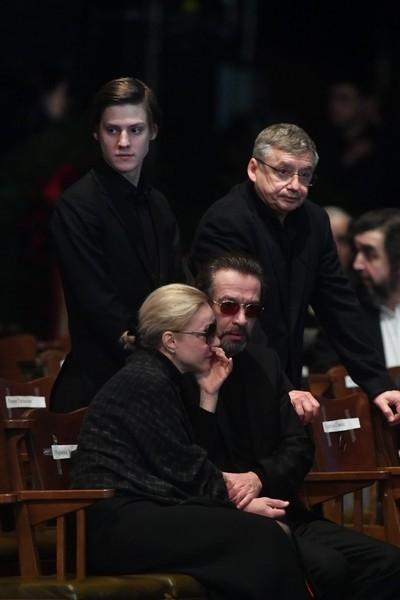 Старший сын Табакова высказался в адрес сестры, пропустившей прощание с отцом