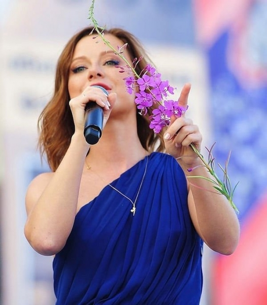Юлия Савичева сообщила о том, как началась ее музыкальная карьера