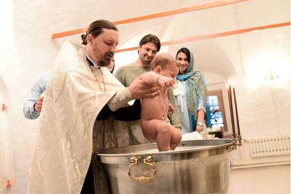 Эдгард Запашный провел обряд крещения дочери и сына
