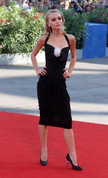 Лили-Роуз Депп появилась на публике без капли макияжа