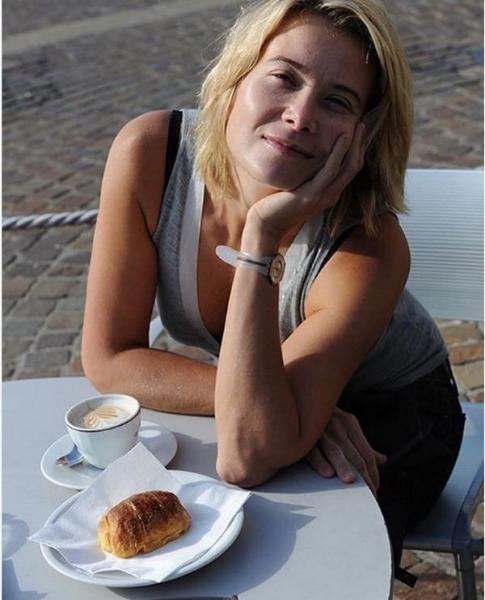 Юлия Высоцкая после неудачного опыта не отказывает себе в еде
