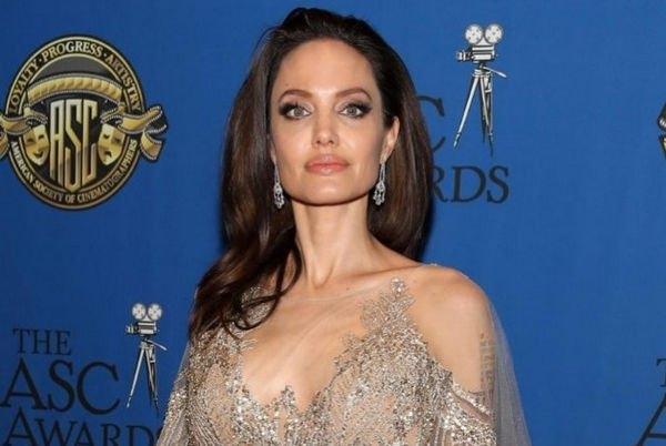 Анджелина Джоли сделала заявление, после чего спровоцировала разговоры о проблемах с психикой