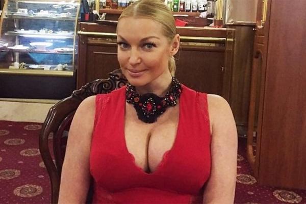 Анастасия Волочкова ужаснула состоянием груди без нижнего белья