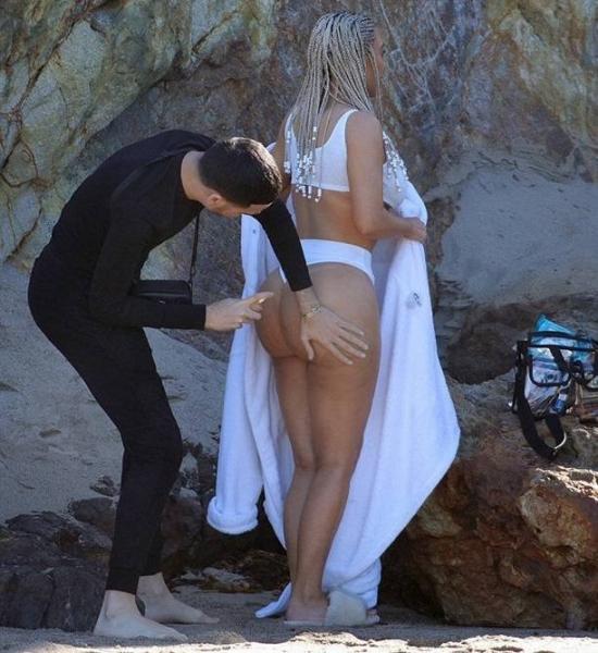 Ким Кардашьян впервые появилась на обложке журнала ELLE