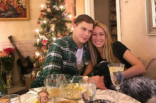 Илья Григоренко не может смириться с расставанием с беременной Аленой Ашмариной