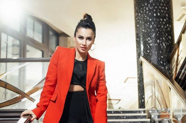Тина Канделаки примерила сексуальный корсет, удивив поклонников