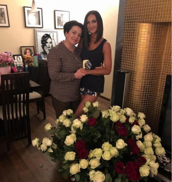 Ольга Бузова подбирает маме дом в Испании