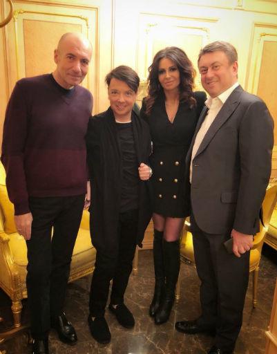 Праздничное шоу Юдашкина: звездные перевоплощения и элегантный образ Пугачевой