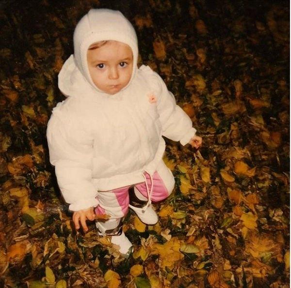 Полина Гагарина поделилась фотографией себя в детстве, растрогав фанатов