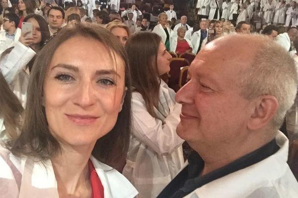 Вдова Дмитрия Марьянова избегает разговоров о его алкоголизме