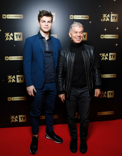 На Николая Баскова напали на премии «Жара»