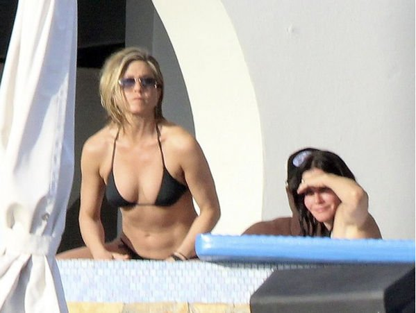 После развода Дженнифер Энистон поддерживает ее подруга Кортни Кокс