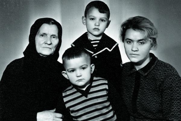 Евгений Дятлов пел в переходе, чтобы не умереть с голоду