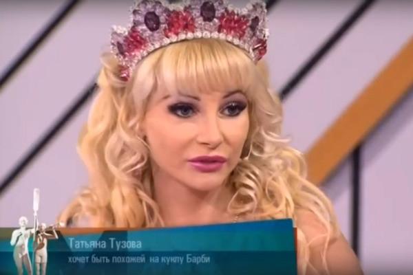 Живой Кен познакомился с русскими Барби