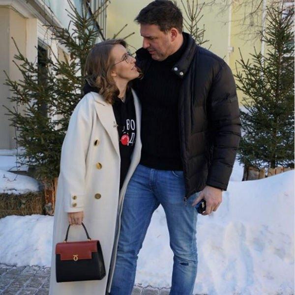 Ксения Собчак опубликовала фото с огромным животом, подогрев слух о беременности