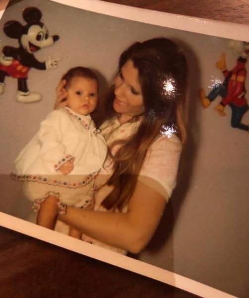Виктория Бекхэм разместила младенческую фотографию
