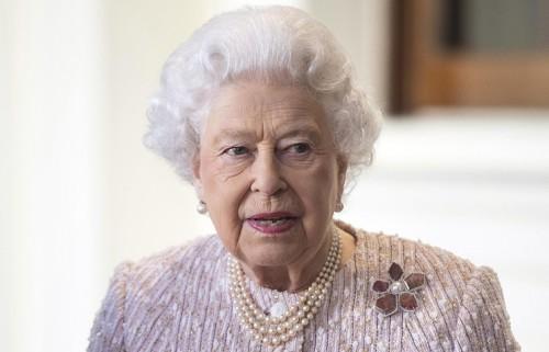 Королева Елизавета II одобрила свадьбу принца Гарри и Меган Маркл