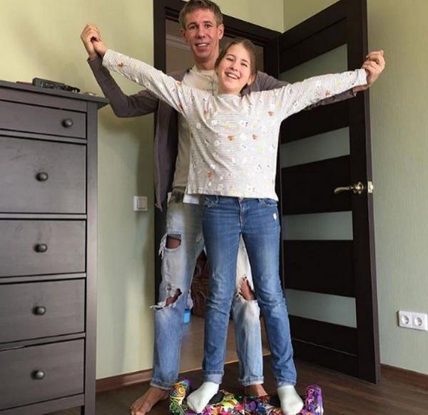 Дочь Алексея Панина грубо высказывается о своей матери