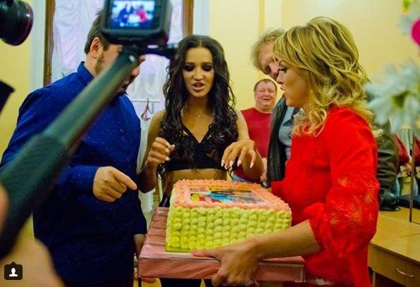 Ольга Бузова удивлена подарку для будущего малыша