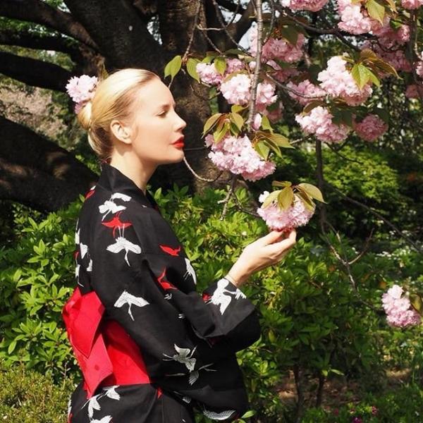 Елена Летучая поразила подписчиков образом гейши и снимками с супругом