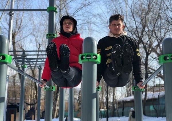 Полина Гагарина продолжает активные спортивные тренировки в парке