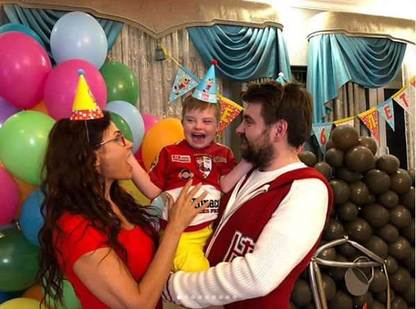 Эвелина Бледанс ради младшего сына воссоединилась с бывшим мужем