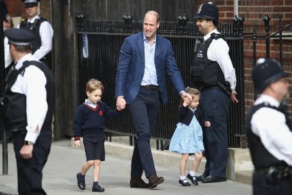 В сети появились первые фото новорожденного малыша Кейт Миддлтон и принца Уильяма