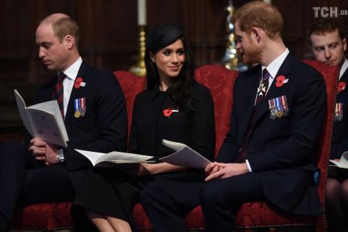 Принц Уильям чуть не уснул на поминальной службе