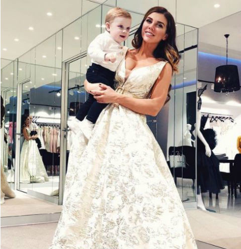 Анна Седокова вновь надела свадебное платье
