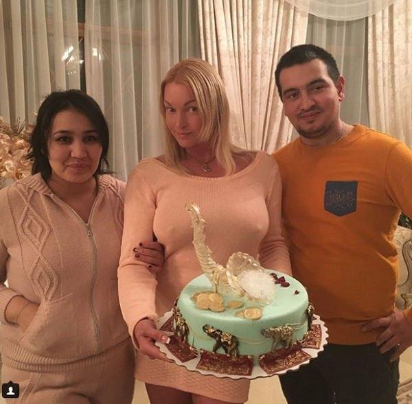 Анастасия Волочкова не надела бюстгальтер, возмутив своих фанатов