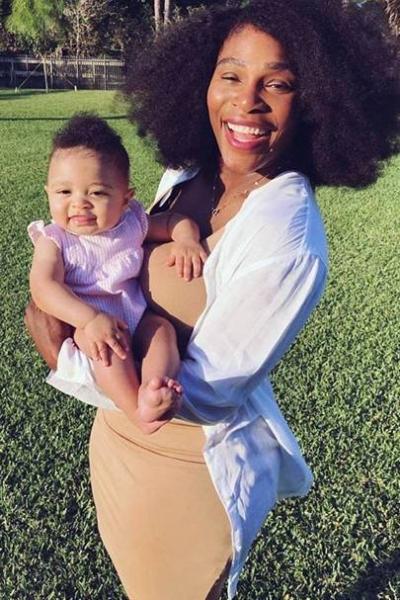 Серена Уильямс выложила в сеть фото с дочкой в бассейне