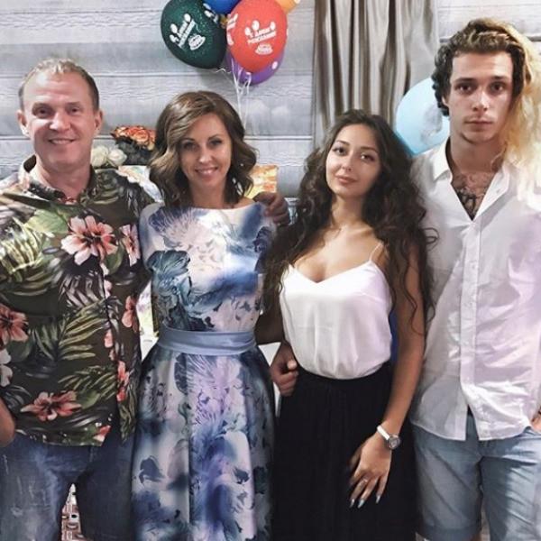 Сын Рыбина и Сенчуковой требует баснословные гонорары за «унижения»