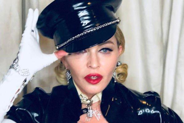 Мадонна продемонстрировала роскошные формы в кружевном корсете