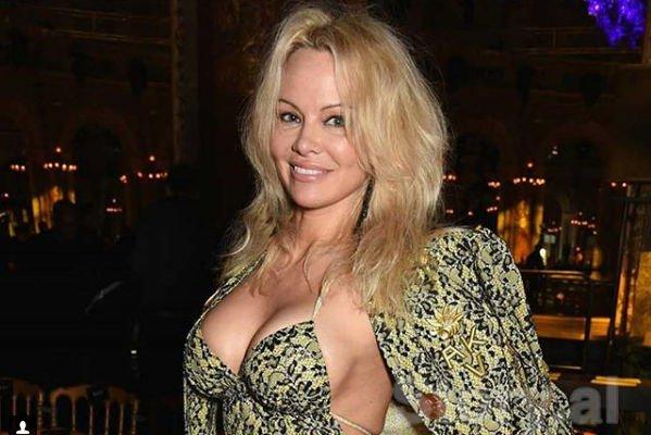 Памела Андерсон заявила, что Playboy помог ей побороть застенчивость