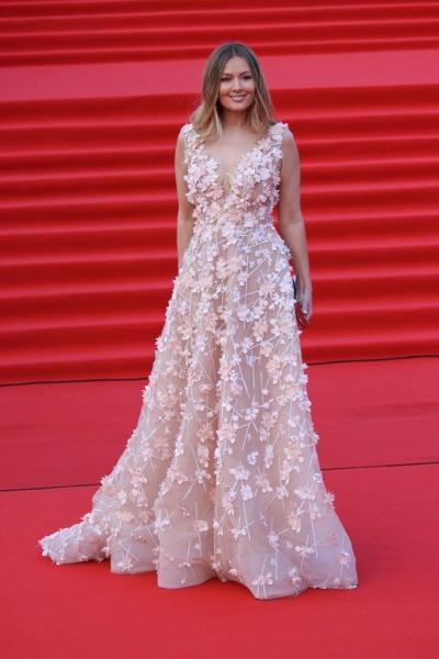 Мария Кожевникова в прозрачном платье с лепестками на открытии ММКФ-2018