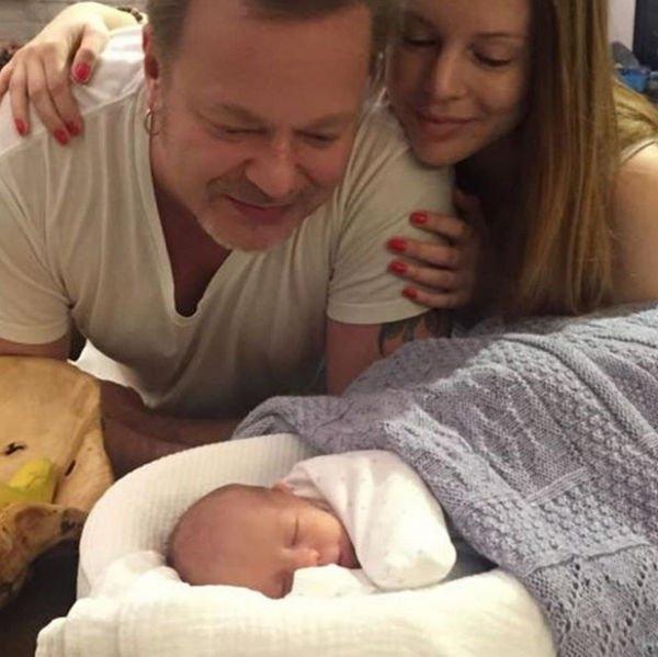 Владимир Пресняков удивил фотографией с новорожденным малышом