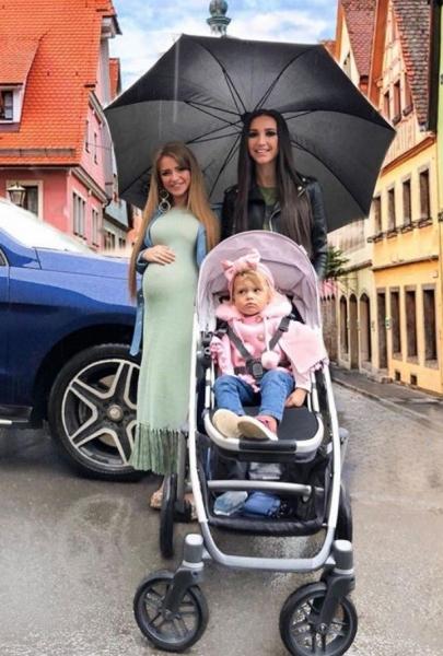 Ольга Бузова вышла на прогулку с малышом