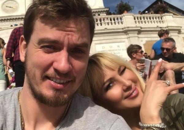Лера Кудрявцева не смогла скрыть беременность