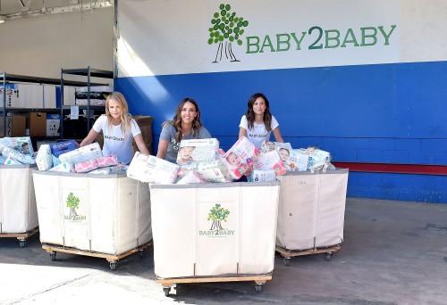 Джессика Альба пожертвовала полтора миллиона подгузников в честь Дня матери
